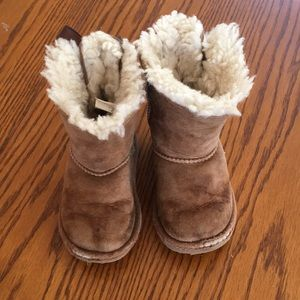 Used toddler bailey now uggs